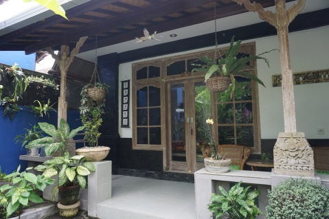 Sandat suite. Private entrance and veranda with table and chairs for Sandat suite.
