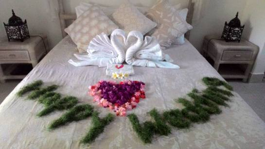 Sandat Honeymoon Bed